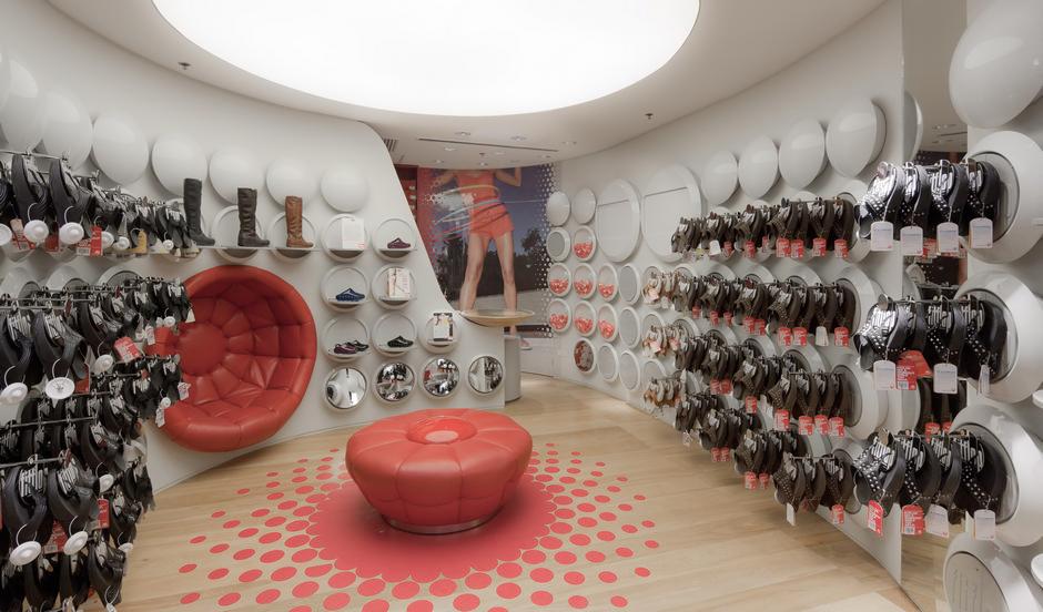Интерьер обувного магазина-фото