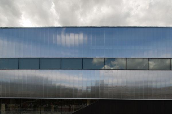 ... кафе, лекционный зал, книжный магазин), но и выставочными функциями  в  атриуме, пронизывающем три этажа, можно устанавливать высокие объекты. 7ee58a6edf5